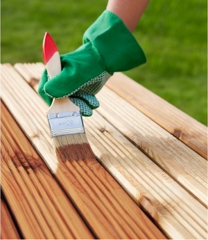What You Should Know About Staining Your Deck